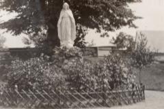 Figura Matki Bożej przy dworze, 1935 r.