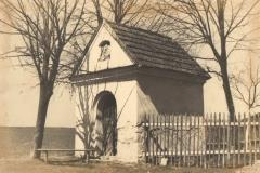 Kapliczka przy drodze do Kalwarii