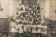 II wojna światowa, Dzieci sypiące kwiatki, ok 1940 r.