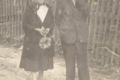 Katarzyna i Wojciech Żakowie w drodze na oktawę Bożego Ciała, lata 30-te