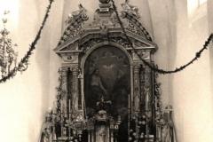 Ołtarz główny tuż po poświęceniu kościoła
