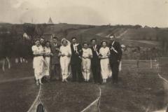 Wesele po przytkowsku - młodzi z drużbami, 1955 r.