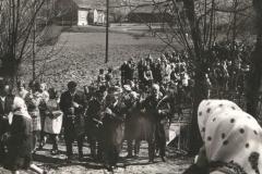 Prymicje ks St Janickiego 1971 r. - w drodze do kościoła