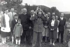 Ks. Stefan Stopka na wycieczce z parafianami